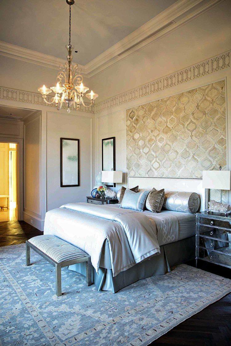 Combinaison pastel élégante de papier peint et de bordure dans la chambre
