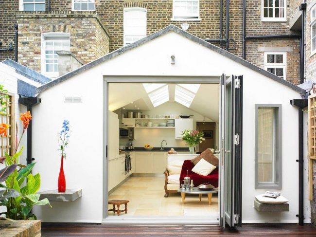 Petite maison de plain-pied avec une entrée spacieuse