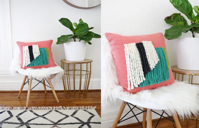 Oreiller avec le décor le plus simple des fils à tricoter