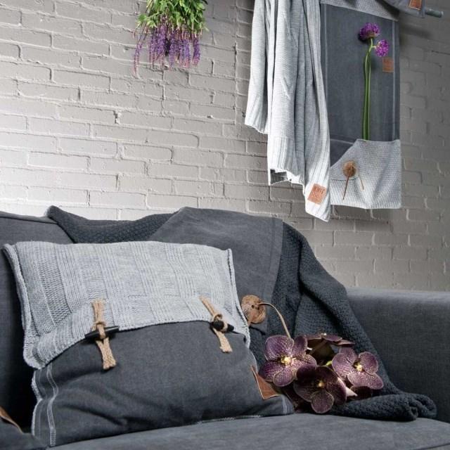 Combinaison harmonieuse de tissus dans le décor d'accessoires pour la maison