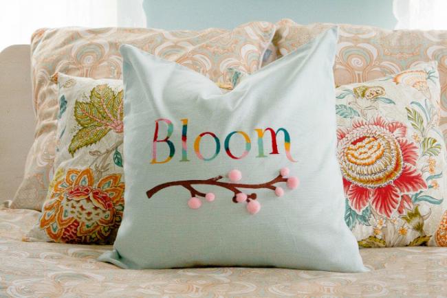 Décoration de lit - coussins décoratifs aux couleurs pastel