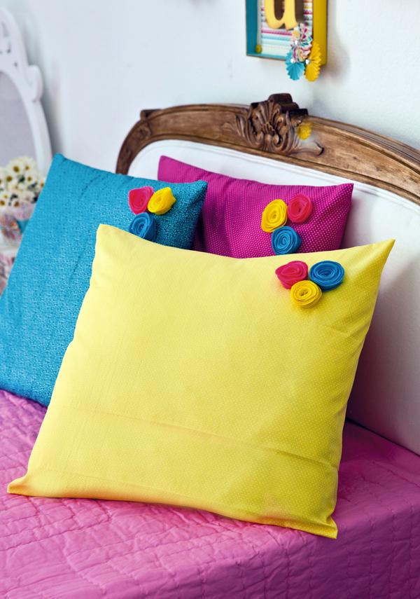 Taies d'oreiller lumineuses décorées de petits bourgeons multicolores