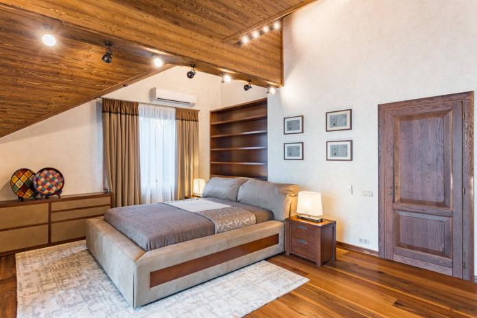 Porte à droite du lit