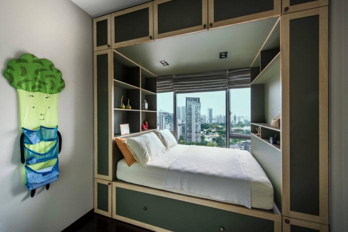 Chambre étroite avec placards