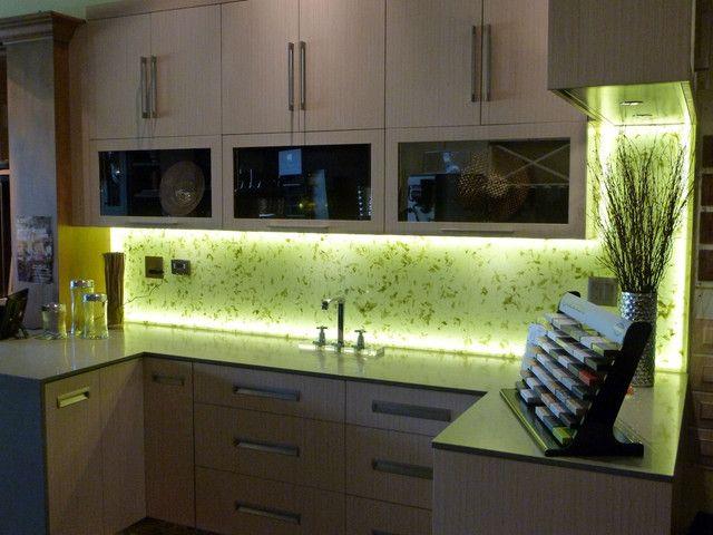 Une petite quantité de ruban LED et votre cuisine est complètement transformée