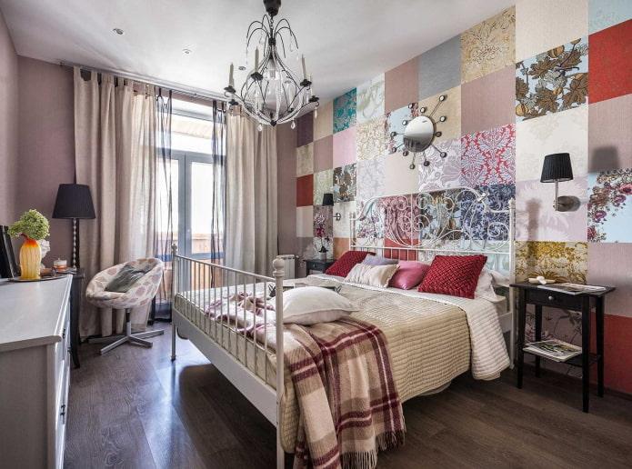 patchwork de papier peint dans la chambre