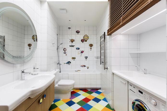 carreaux carrés blancs à l'intérieur de la salle de bain