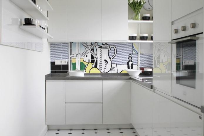 Impression photo sur carrelage dans une cuisine blanche