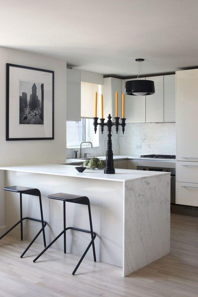 Cuisine à la mode en noir et blanc de style art nouveau avec une grande photo en noir et blanc dans un cadre