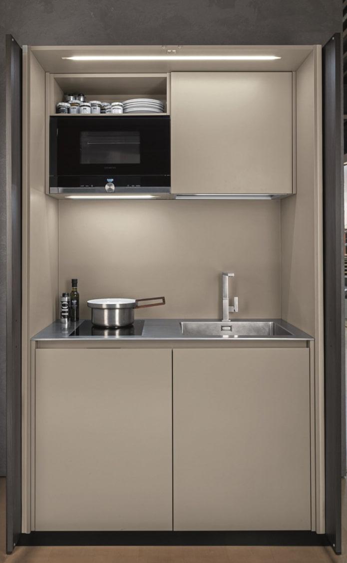 cuisine compacte dans le placard