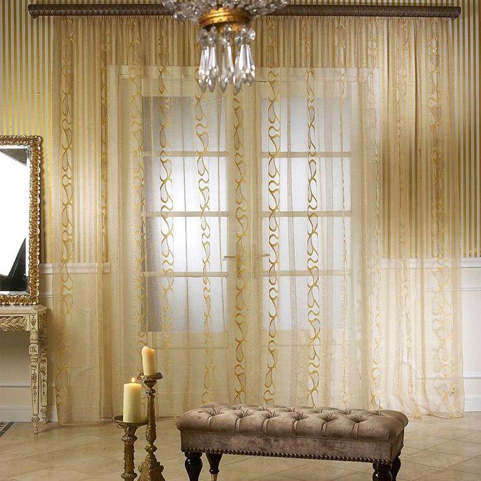 Un rideau avec un motif doré s'intégrera parfaitement dans un intérieur classique