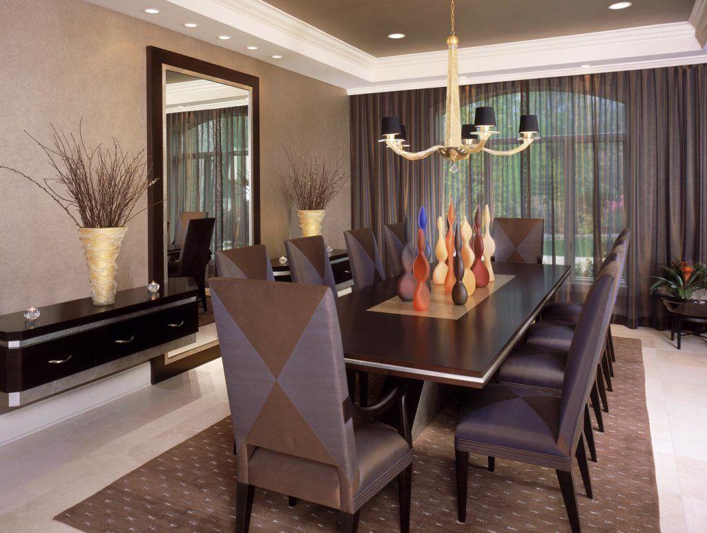 La couleur de l'organza fait écho aux couleurs de l'ensemble de table, créant une harmonie élégante