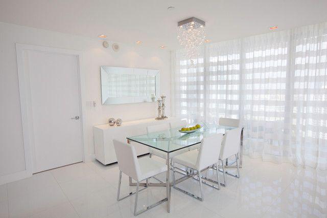 L'organza blanc délicat s'intégrera parfaitement dans une cuisine blanche minimaliste
