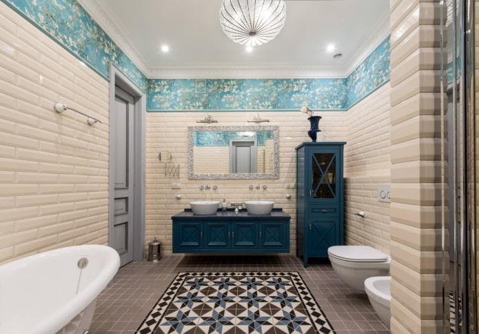 ensemble de meubles dans la salle de bain