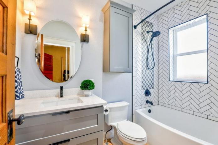 salle de bain avec armoire rouge
