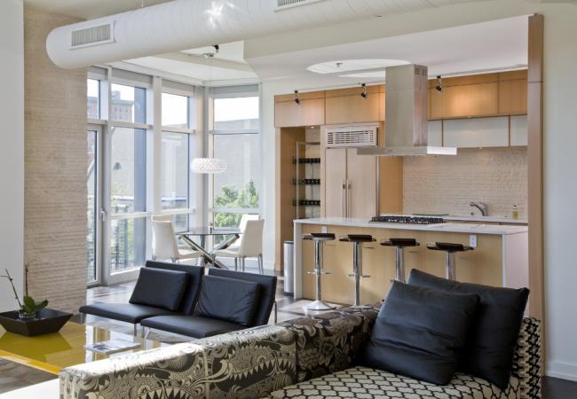 Les fenêtres panoramiques rendront votre pièce beaucoup plus lumineuse