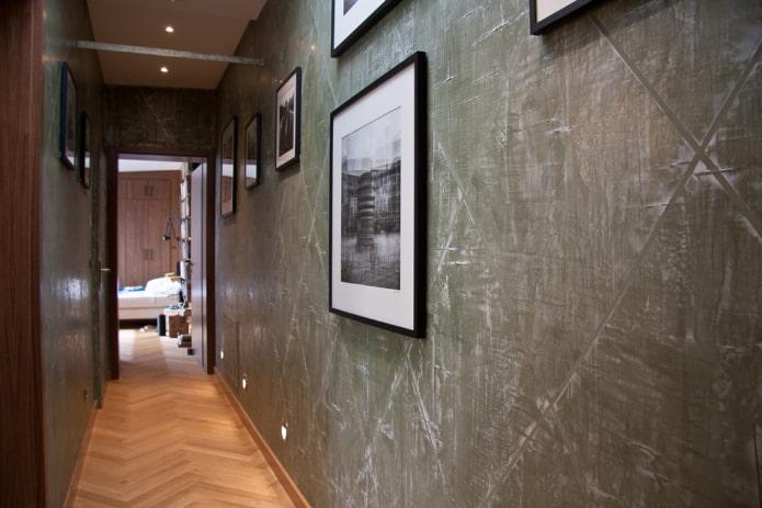 papier peint à enduire dans le couloir