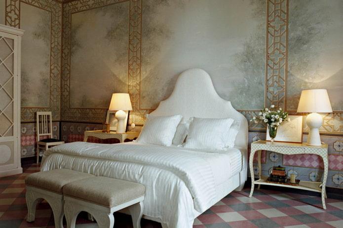 chambre classique avec papier peint