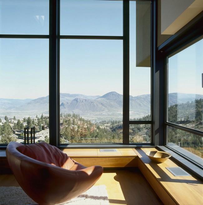 Fenêtre panoramique avec vue imprenable sur la montagne