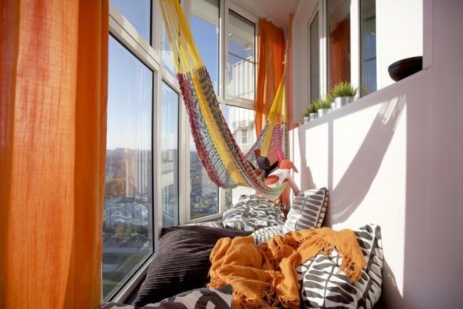 Loggia cosy avec fenêtres panoramiques