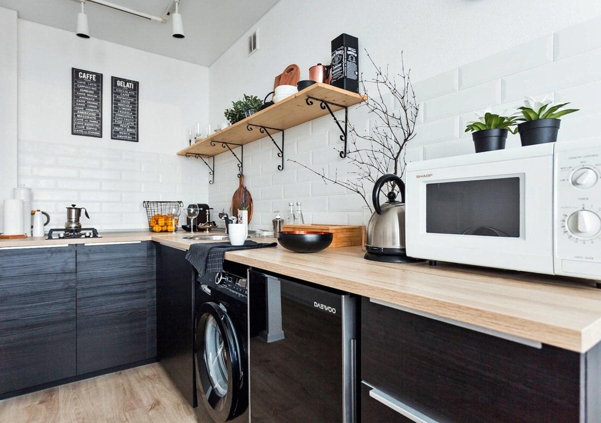 cuisine avec électroménagers noirs