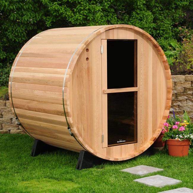 Avec des attaches métalliques, il sera pratique de connecter étroitement et de manière fiable le cadre du bain à partir d'un profilé en bois