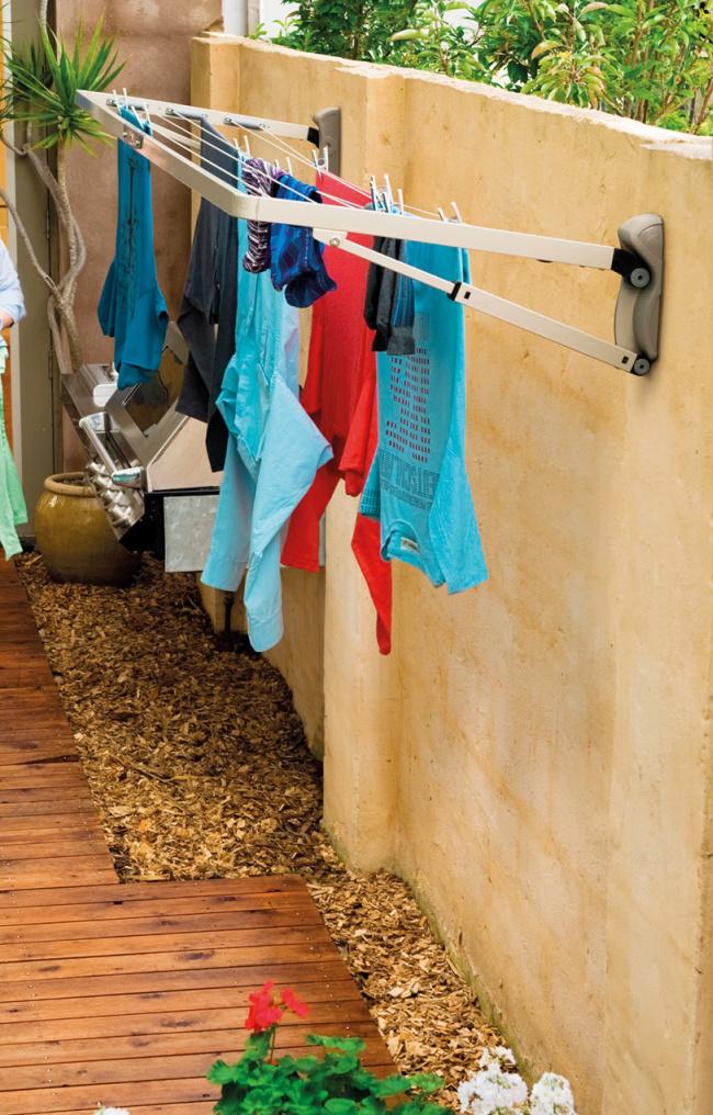 L'une des options les plus courantes pour un sèche-linge mural, qui convient aux balcons des immeubles d'habitation et à la cour d'une maison privée.