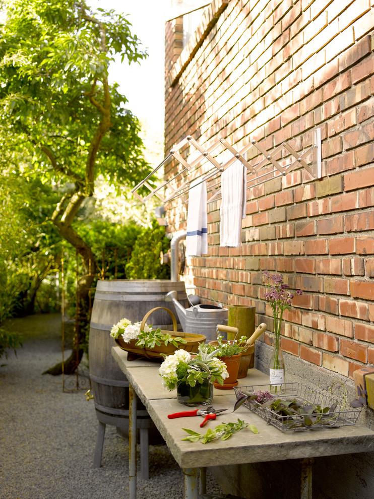 Le sèche-linge coulissant est tout à fait approprié pour être placé à l'extérieur sur le mur d'une maison privée