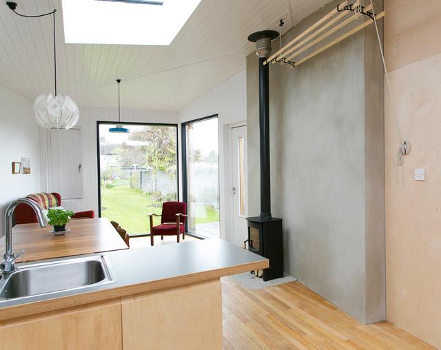 Autre option pour un balcon ou une autre pièce : sèche-linge avec fixation murale au plafond
