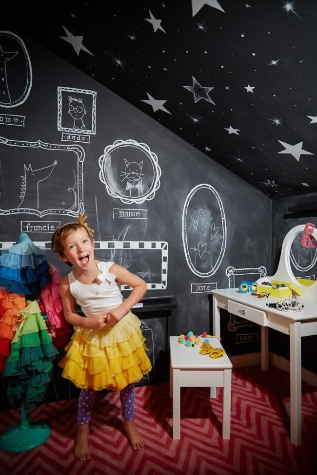 Quoi de mieux pour un enfant que de créer, même sur les murs de sa propre chambre !