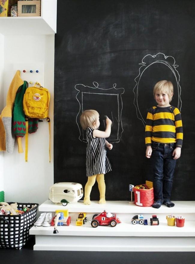 La présence d'un tel mur pour dessiner a un effet très positif sur le développement de l'enfant.
