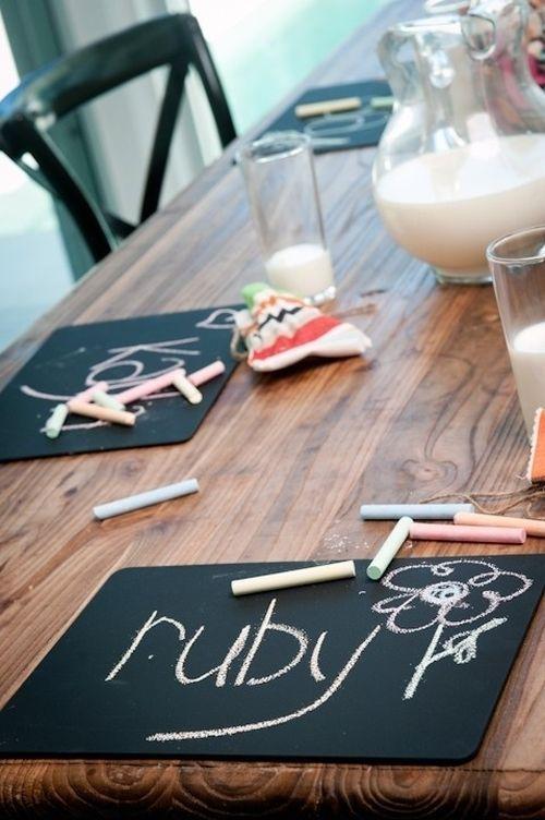 Les enfants seront ravis de ces planches individuelles à la table à manger.