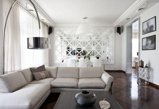 Style de salon classique avec panneaux de miroir à motifs