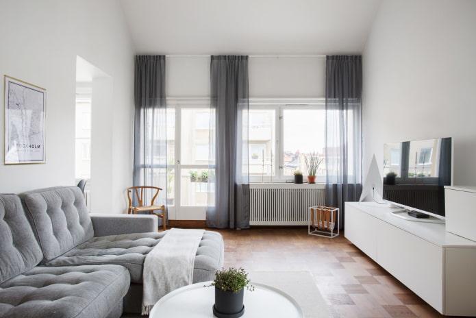 salle blanche avec deux fenêtres