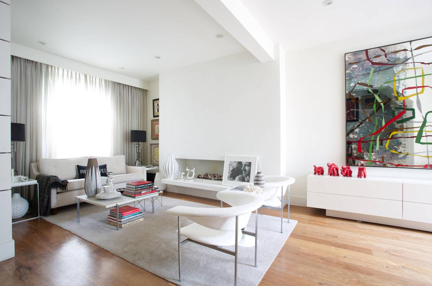 Un canapé et une paire de fauteuils confortables - l'ensemble de mobilier optimal pour le salon