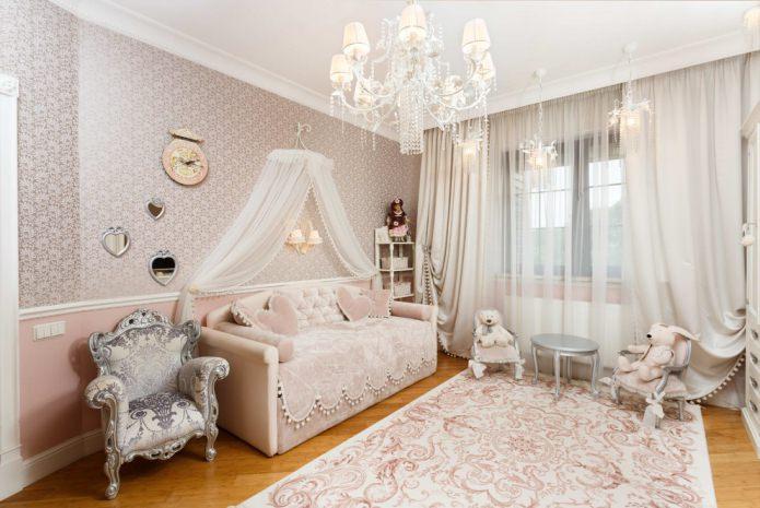 rideaux beiges dans un style classique pour la pépinière