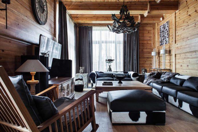 rideaux épais et tulle clair dans une maison en bois