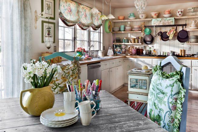Bel intérieur de cuisine de style provençal