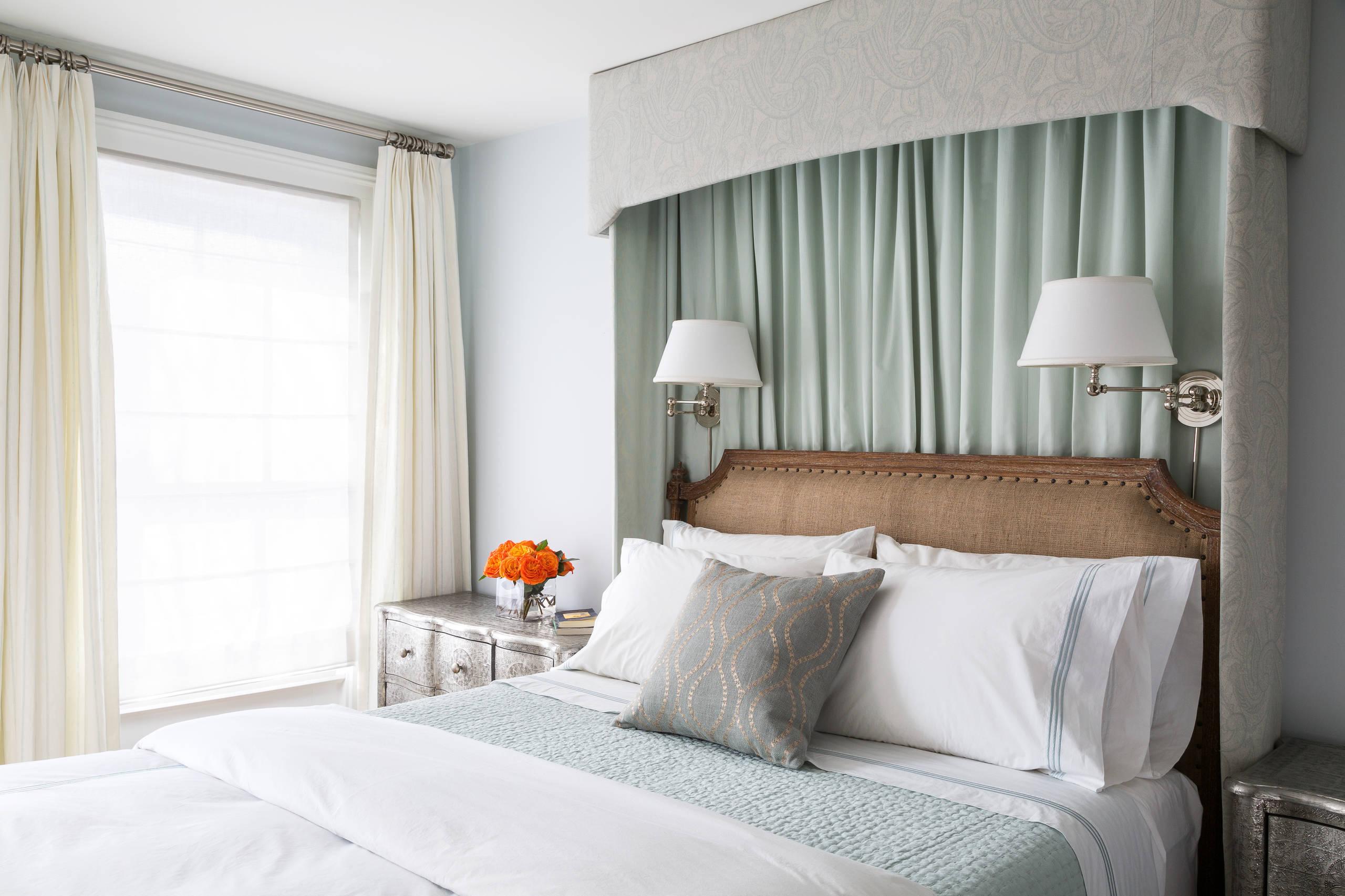 Le capitonnage de la tête de lit en toile de jute ajoutera un charme particulier à votre intérieur