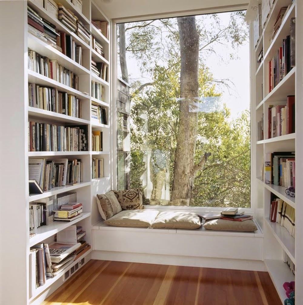 Baie vitrée avec éléments de bibliothèque