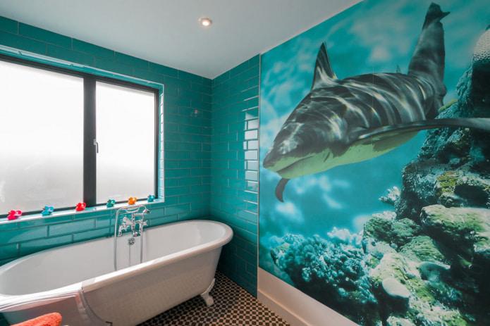 papier peint salle de bain avec imprimé requin
