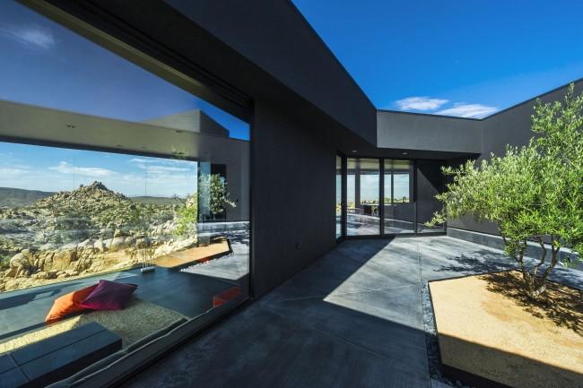 Maison de campagne luxueuse avec fenêtres panoramiques