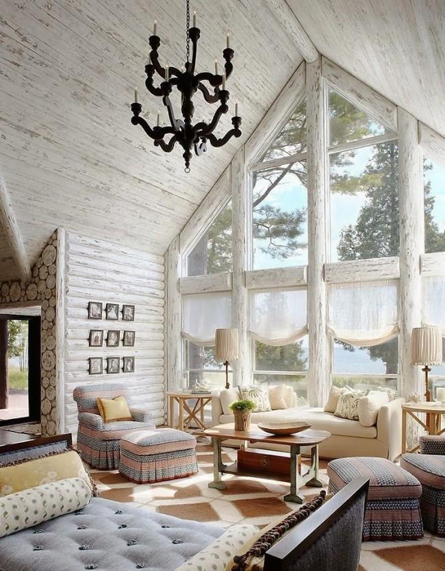 Salon avec vue panoramique sur le lac