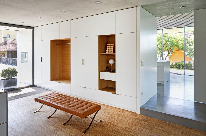 La compacité et la fonctionnalité sont ce dont nous avons le plus besoin des meubles que nous choisissons pour notre couloir.