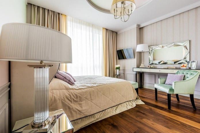 rideaux beiges dans la chambre