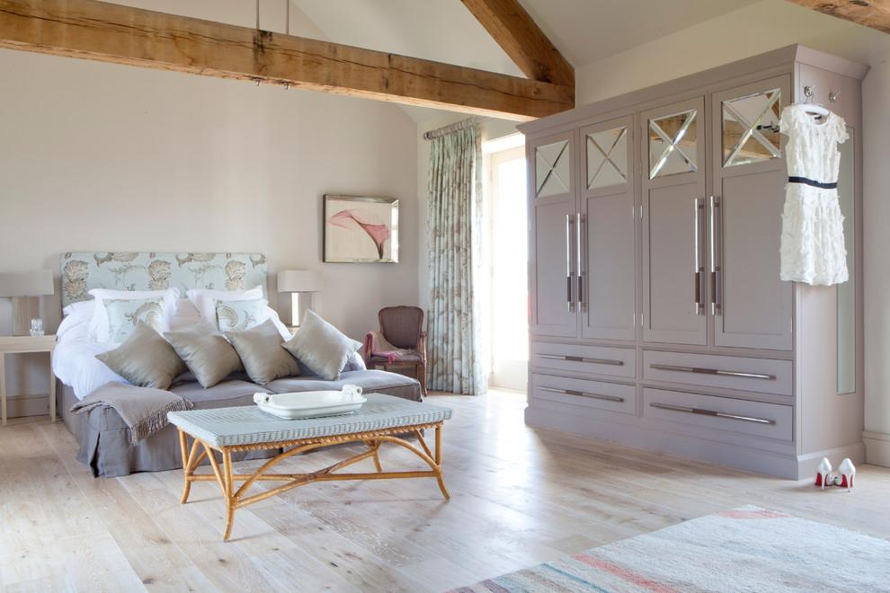 Les armoires appartiennent à la classe des meubles d'armoire, c'est-à-dire qu'elles ont un corps (parois latérales et arrière, ainsi qu'un couvercle supérieur et inférieur), auquel les portes sont fixées
