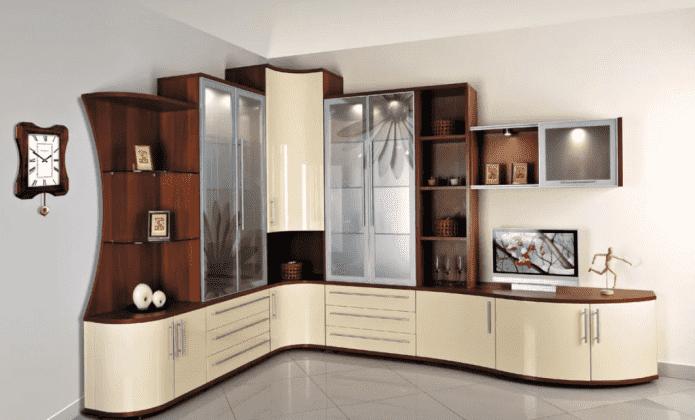 armoire d'angle-glissière à l'intérieur du hall