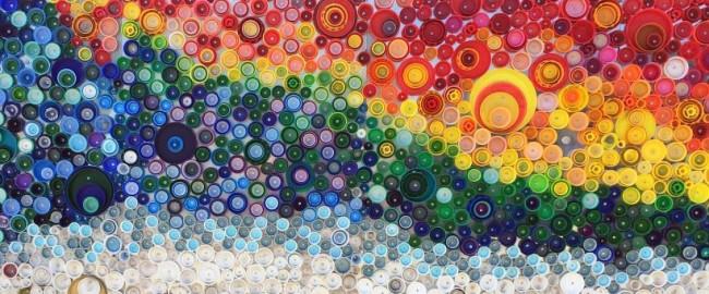 Artisanat à partir de bouchons de bouteilles en plastique.  Les images des bouchons de bouteilles en plastique et autres sont devenues tout un genre d'art de rue et pas seulement