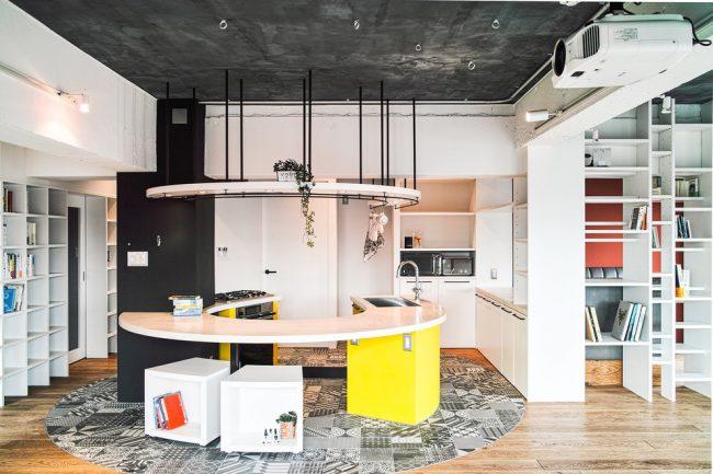 L'idée principale des intérieurs de cuisine de style japonais est le minimalisme dans les détails et un maximum de lumière
