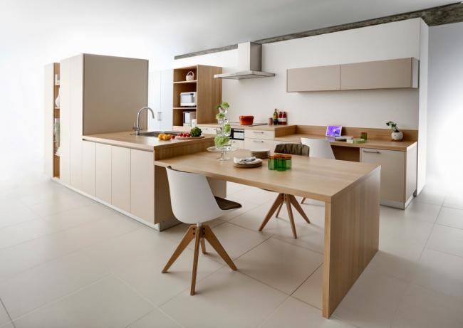 Les couleurs claires et la lumière du jour créent une sensation d'apesanteur.  Design d'intérieur par Yukiko Tahara